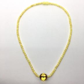 Opak Sarı Renkte Yuvarlak Kesim Ortada Yuvarlak Büyük Taşlı Kehribar Kolye Büyük Boy 0136